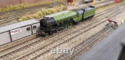 Farish 372-385 Class A2'A H Peppercorn' LNER Apple Green Locomotive
