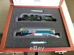 Graham Farish Ltd Edition 370-2014 Silver Jubilee 45552 + Class 47164 Union Jack