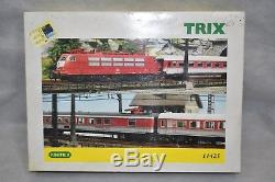 Minitrix DB Era V Intercity Train Set with Oval of Track & Transformer No. 11425