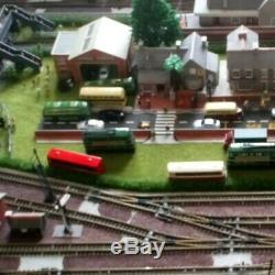 N GAUGE TRAIN MODEL RAILWAY LAYOUT 5 LOOPS of TRACK inc TRAINS ETC 151cm x 91cm